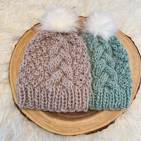 Cable knit hat with faux fur pom bec8fed41082